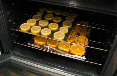 кружки апельсинов и лимонов, сушеные в духовке