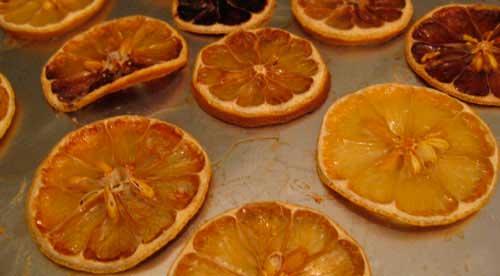 красные и оранжевые апельсины в духовке