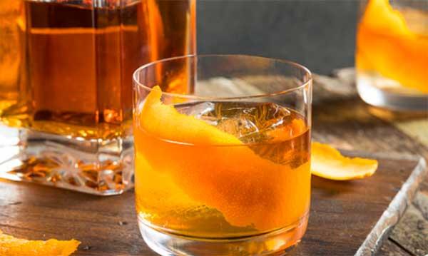 стакан с ликером
