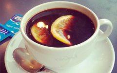чашка кофе с лимоном