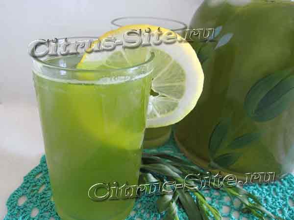стакан зеленого лимонада