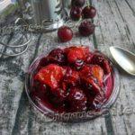 вишневое варенье на блюдце