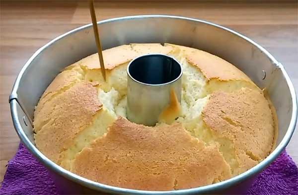 готовый влажный кекс с апельсинами