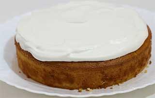 сливки на кексе