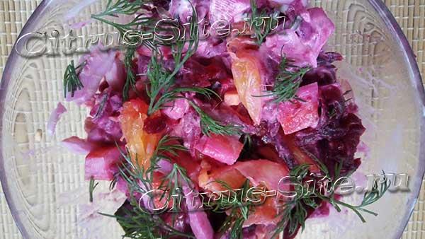свекольный салат с крабовыми палочками и апельсином